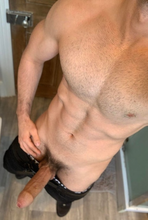 Muscle guy taking dick pics
